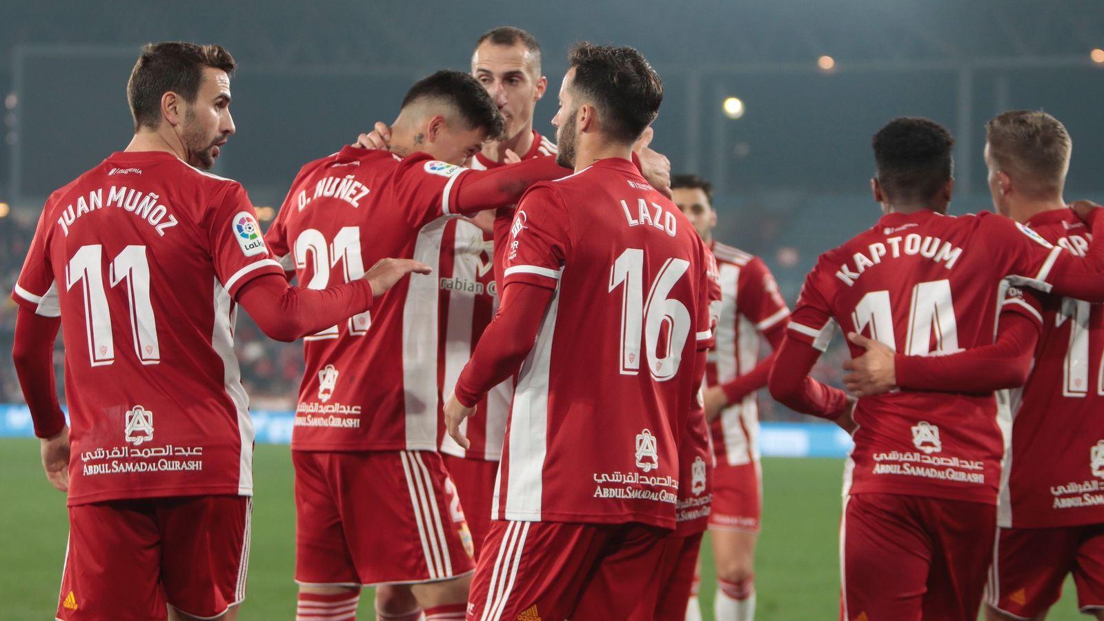 Foto: Jugadores del Almería celebran un gol. (Europa Press)