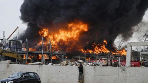 Estalla un gran incendio en el puerto de Beirut, un mes después de la explosión