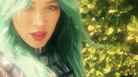 Hilary Duff se suma a la moda del pelo de colores y se tiñe de verde