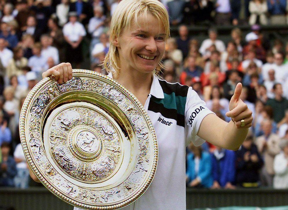 Foto: Jana Novotna ganó Wimbledon en 1998 tras imponerse en la final a Nathalie Tauziat. (EFE)