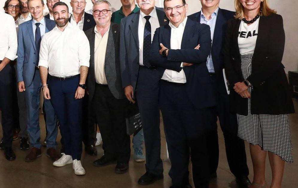 Foto: Pedro Sánchez, con los ministros Nadia Calviño y Pedro Duque, y el secretario de Estado Paco Polo, este 1 de agosto en Madrid. (Inma Mesa | PSOE)