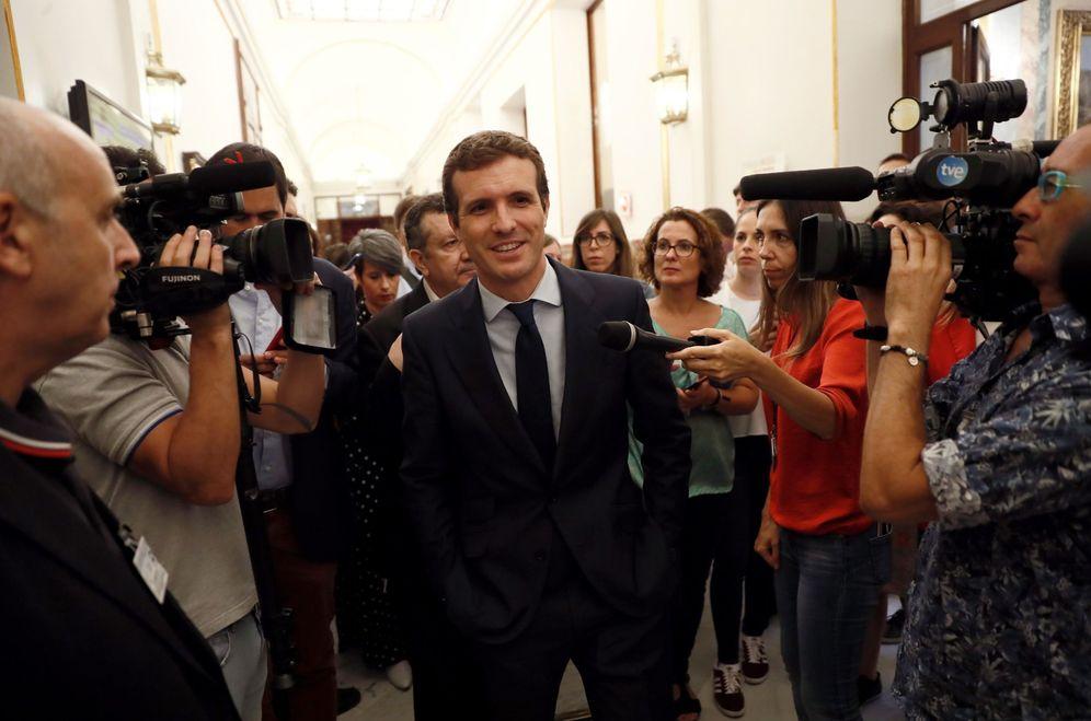 Foto: El presidente del PP, Pablo Casado, este 12 de septiembre en los pasillos del Congreso. (EFE)