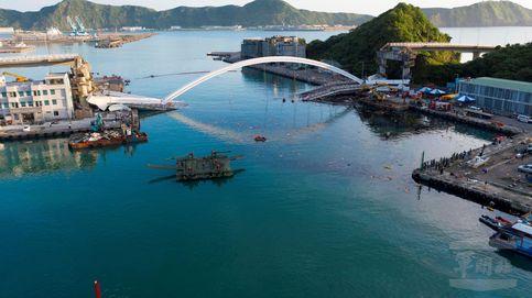 Caos en Taiwán al derrumbarse un puente cuando circulaba un camión
