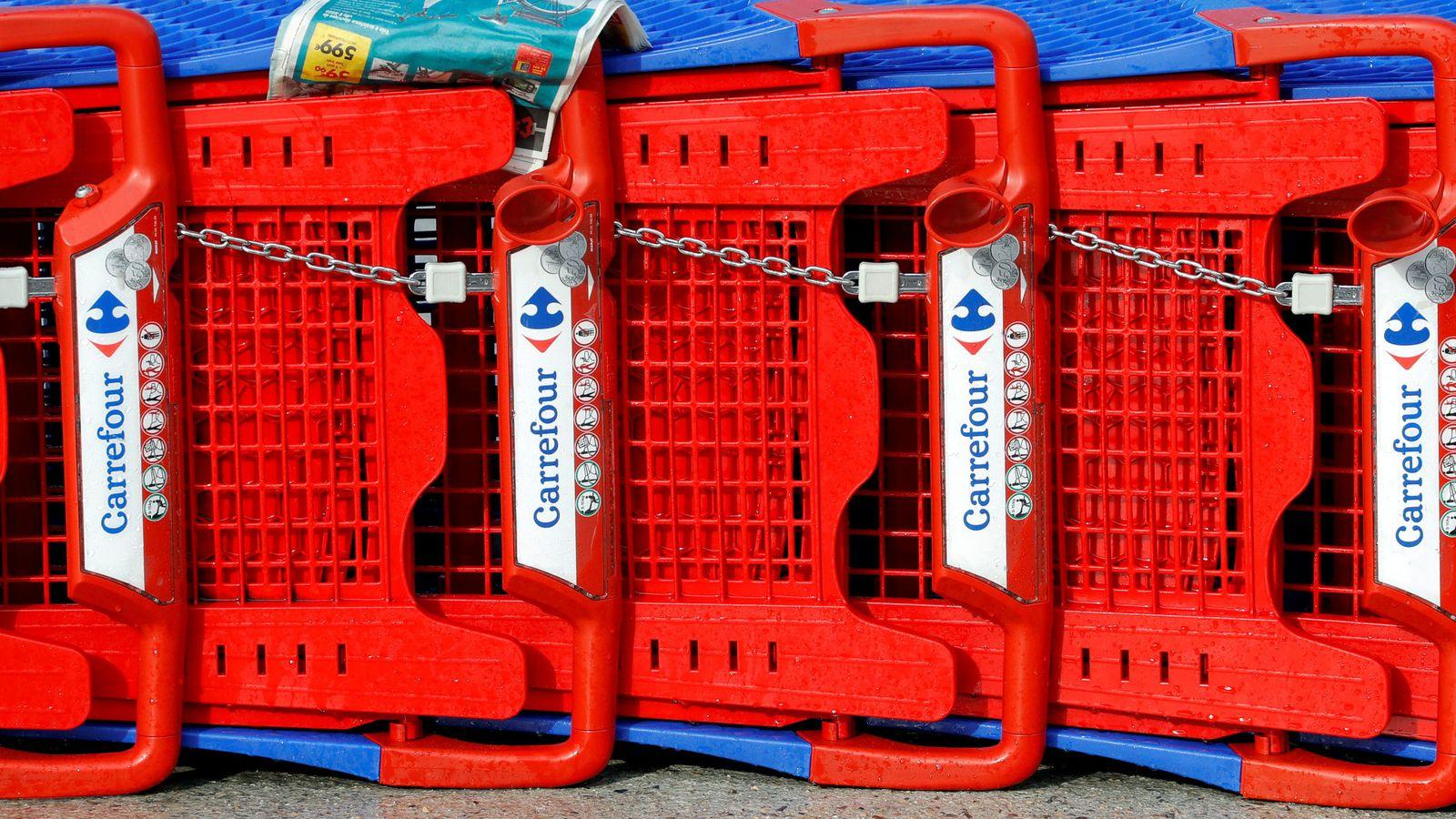 Foto: Carrefour minimiza el impacto, pero clientes como Paco aún no han visto su dinero de vuelta. (Reuters)