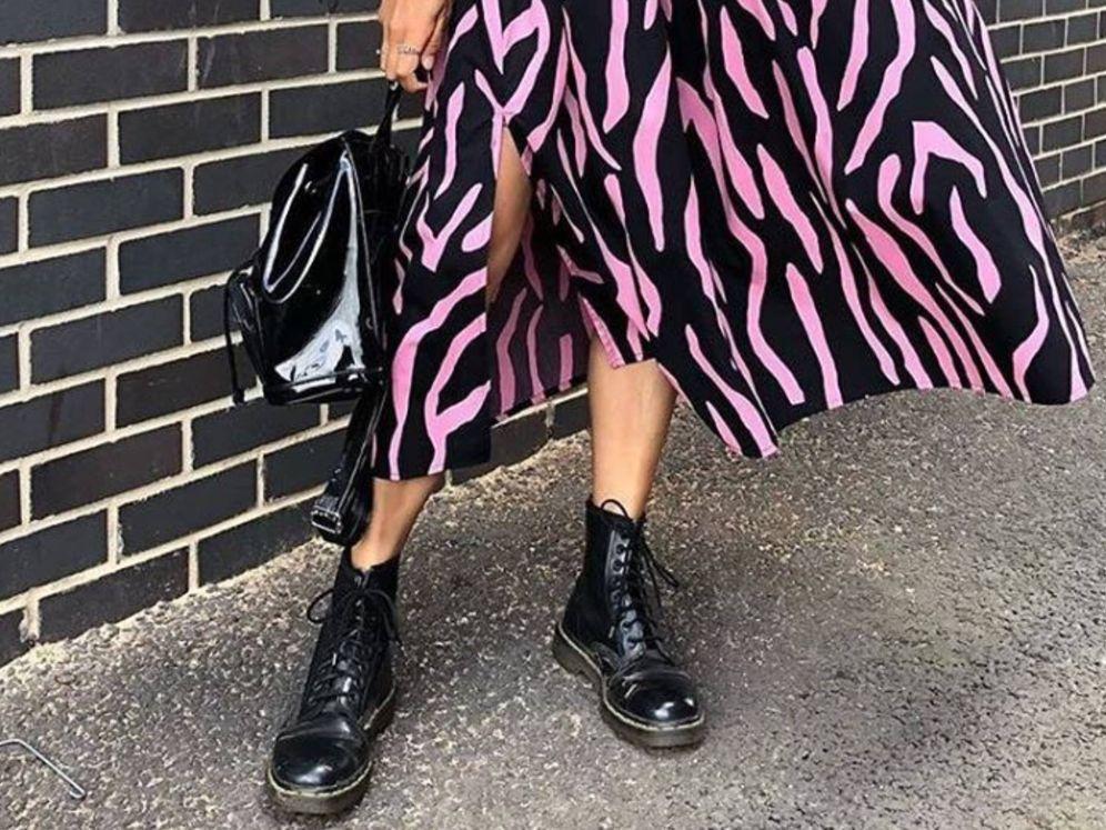 Foto: El diseño clásico de estas botas se llena de color con esta propuesta. (Instagram @drmartensofficial)