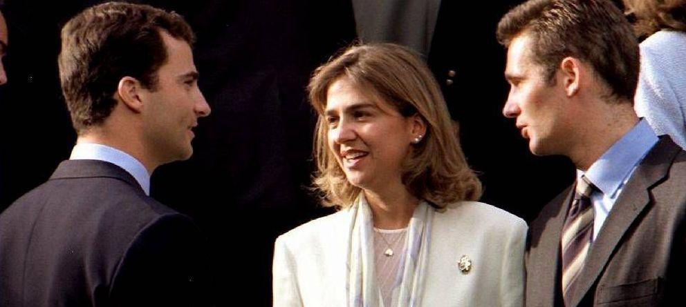 Foto: El entonces Príncipe con la infanta Cristina e Iñaki Urdangarin. (EFE)