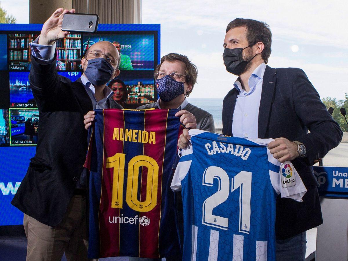 Foto: Pablo Casado, junto a José Luis Martínez-Almeida y Alejandro Fernández. (EFE)