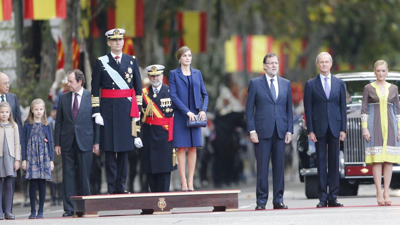 Cifuentes, junto a los Reyes y sus hijas. (CP)