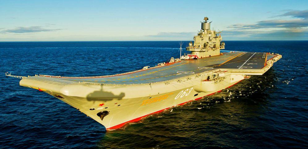 Foto: El portaaviones 'Almirante Kuznetsov', el mayor buque de guerra ruso que tenía previsto atracar en el puerto de Ceuta.