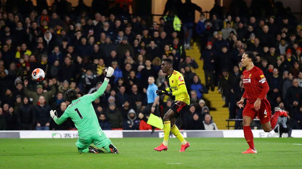 Foto: El segundo gol del Watford, el segundo de Ismaila Sarr. (Reuters)
