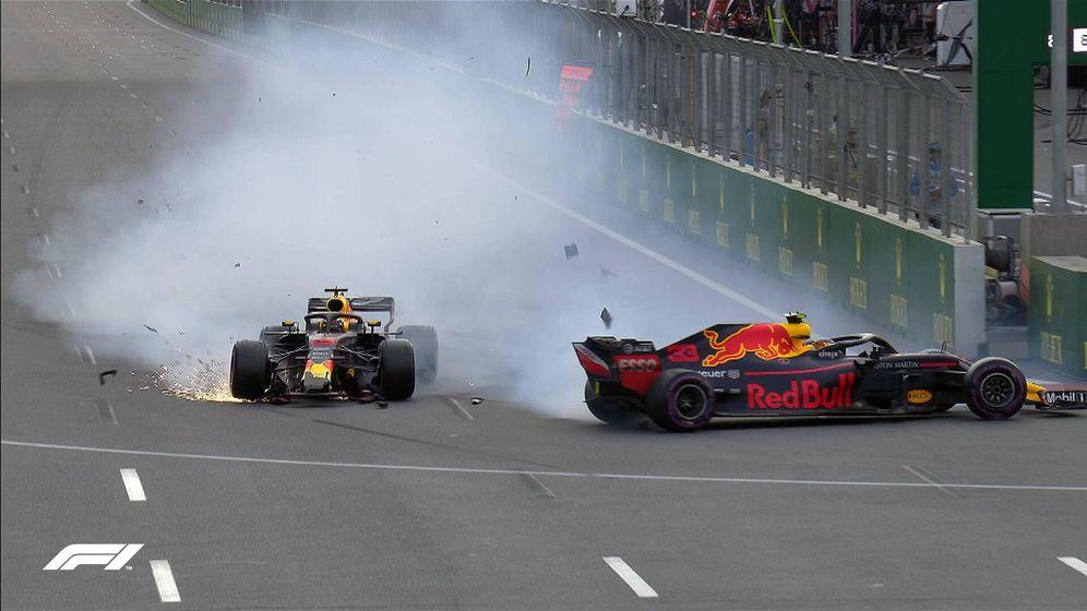 Foto: La imagen de la carrera, el accidente entre Ricciardo y Verstappen. (Foto Twitter de @F1)