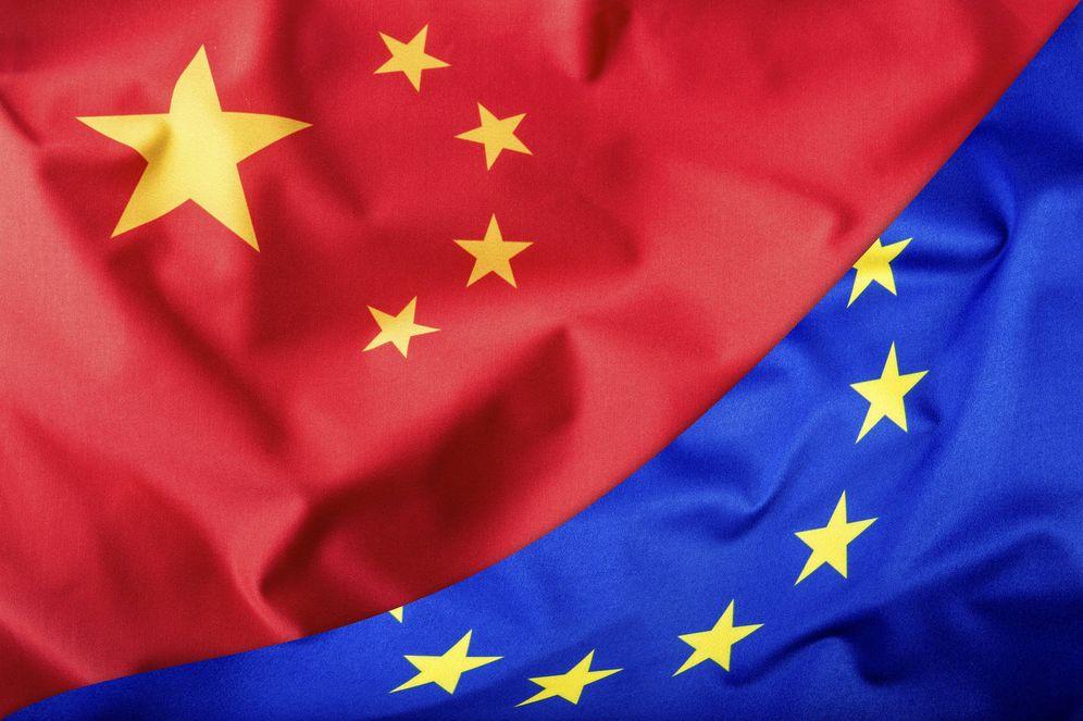 Foto: Bandera China y Unión Europea (iStock)