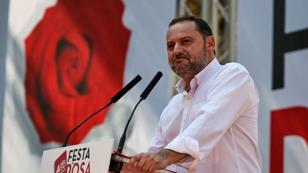 Foto: José Luis Ábalos en la Fiesta de la Rosa. (EFE)