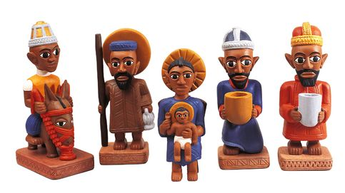 La vuelta al mundo de belén en belén: 3.000 figuras y muñecas de un metro