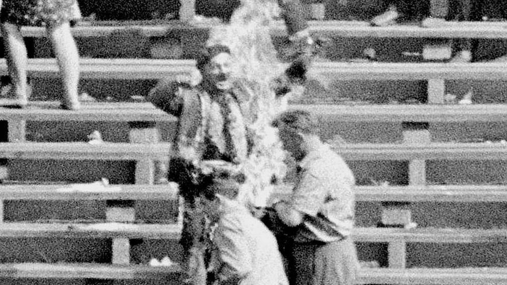 Foto: Ryszard Siwiec, el hombre que se prendió fuego en el estadio de Varsovia en 1968. (Archivo Nacional Polaco