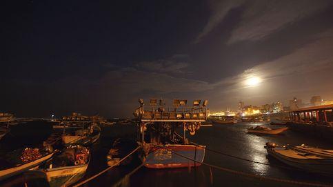 Luna sobre el puerto de Gaza