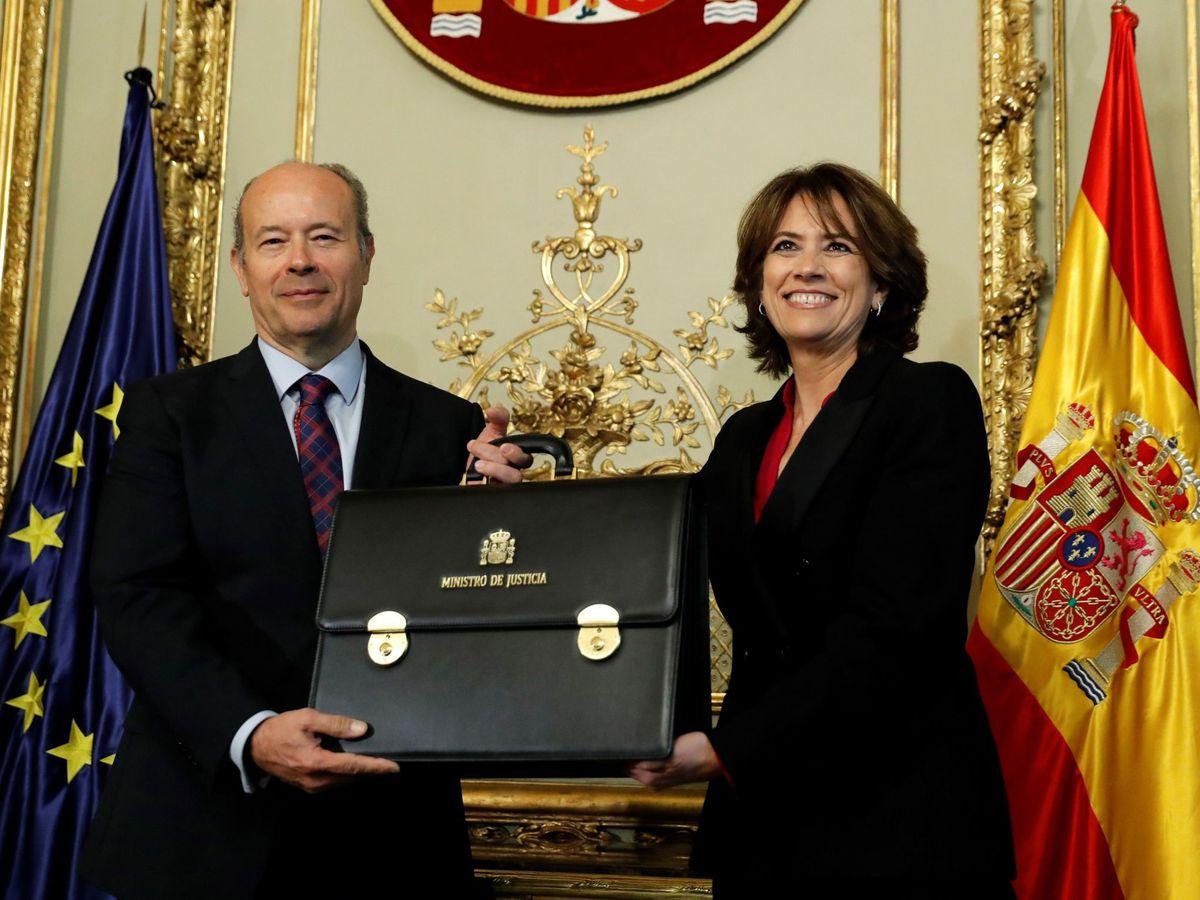 Foto: El ministro de Justicia, Juan Carlos Campo, y la fiscal general del Estado, Dolores Delgado. (EFE/Ballesteros)