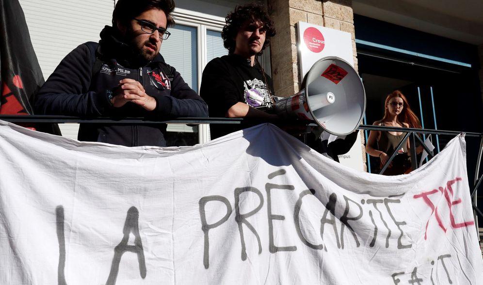 Foto: Estudiantes en Lyon (Francia) se manifiestan contra la precariedad en la universidad. (Reuters)