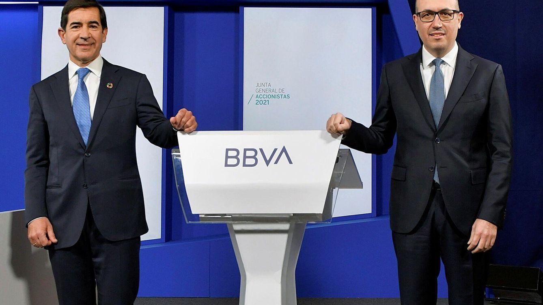 BBVA vuelve a beneficios y gana 1.210 M en el primer trimestre pese a la caída de márgenes