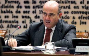 Guindos da la coartada para que la banca renuncie a Roldán