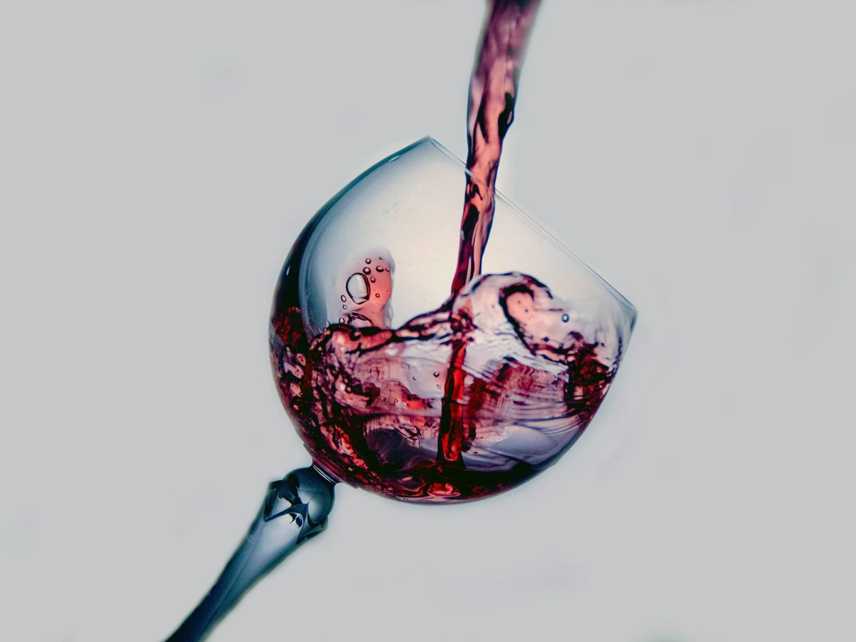 Foto: Dieta del jamón y el vino para perder peso. (Terry Vlisidis para Unsplash)