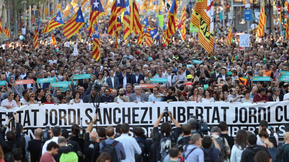 Foto: Manifestación por la libertad de Sànchez y Cuixart. (EFE)