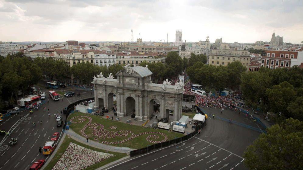 Foto: Vista de la Puerta de Alcalá desde el número 6 de la Plaza de la Independencia