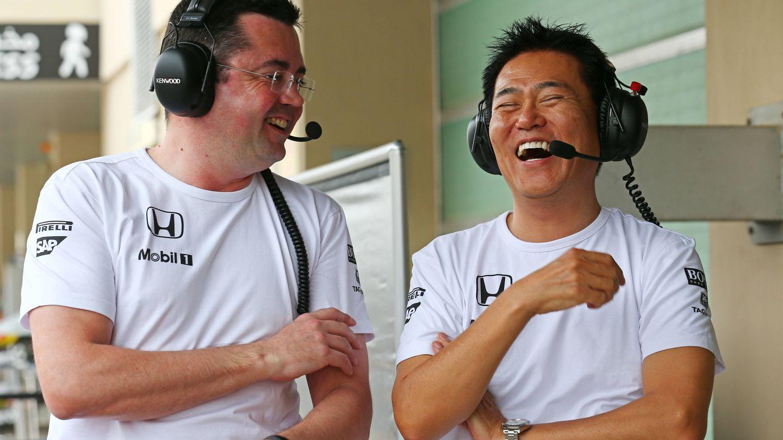 Eric Boullier y Yasuhisa Arai, de Honda, empezaban así de sonrientes su unión en 2015. (El Confidencial)
