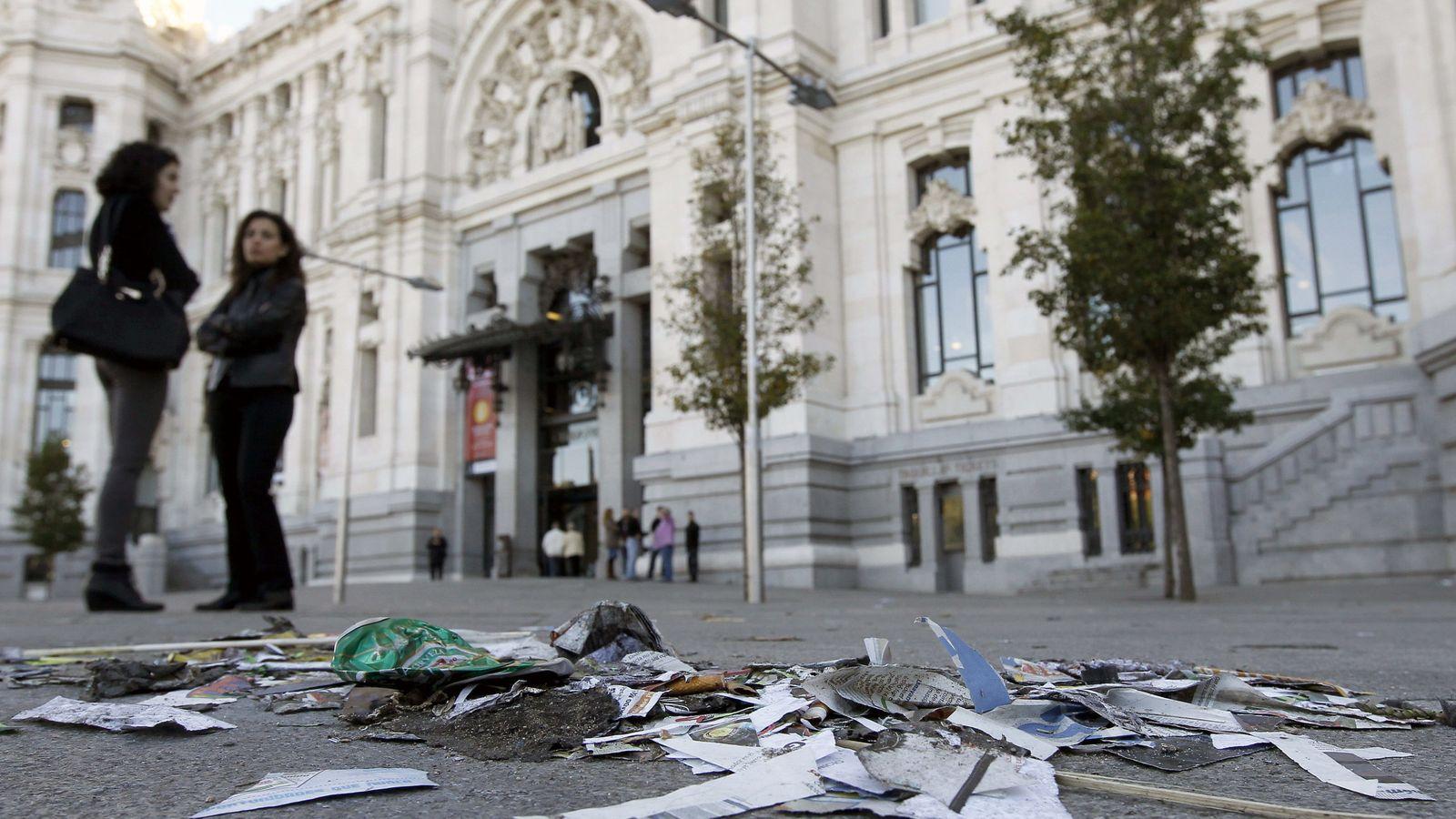 Foto:  Basura acumulada a las puertas del Ayuntamiento de Madrid. (EFE)