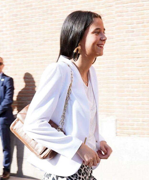 Foto: Victoria Federica con su bolso en la Feria de San Isidro. (Cordon Press)