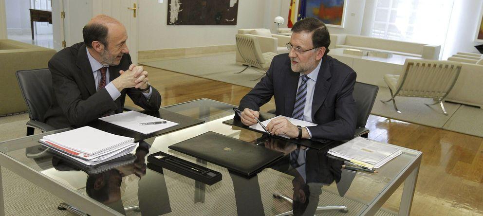 Foto: Fotografía de archivo del presidente del Gobierno, Mariano Rajoy (d), y Alfredo Pérez Rubalcaba. (EFE)