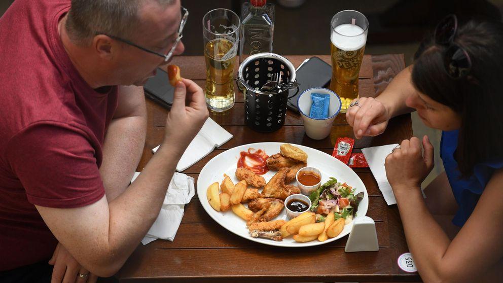 Invita Boris: Reino Unido paga la mitad de la cuenta para reactivar la hostelería