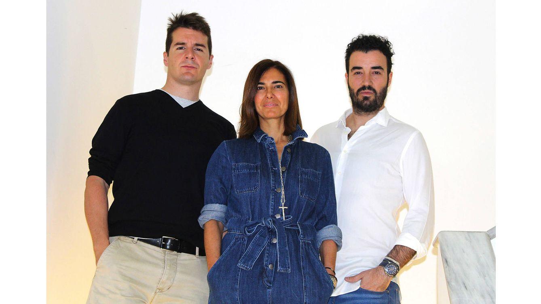 Foto: Los arquitectos Ian Vila y Luis Balaguer y la galerista Tamara Kreisler.