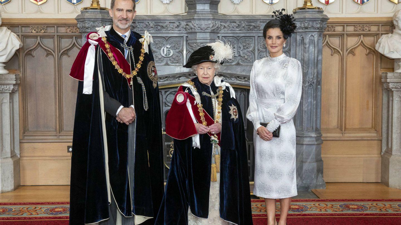 Los Reyes, con Isabel II en junio de 2019. (Reuters)