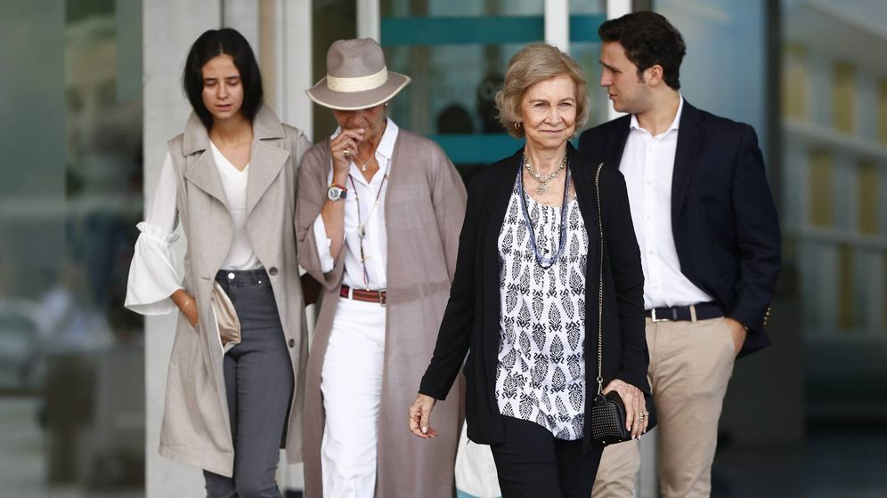 Foto: La visita familiar de Elena de Borbón al Rey. (Cordon Press)