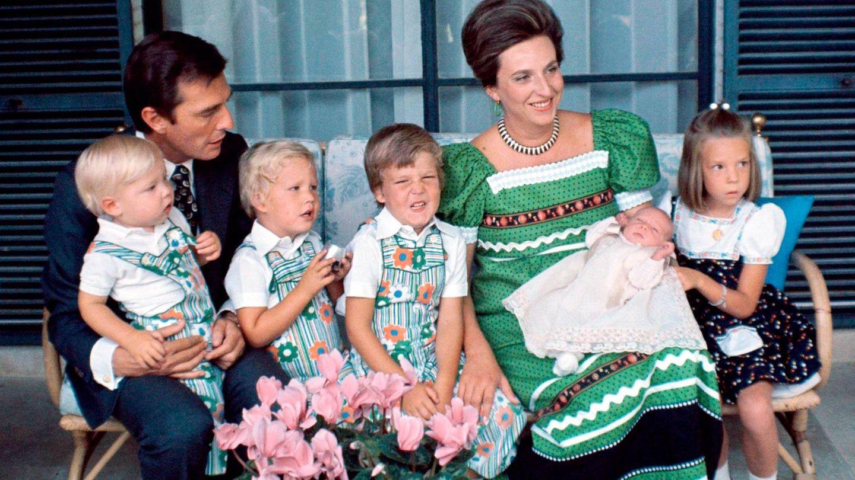Luis Gómez-Acebo y Pilar de Borbón, con sus cinco hijos. (Getty)
