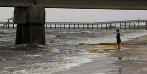 El derrame de crudo en la costa del Golfo podría durar otros tres meses