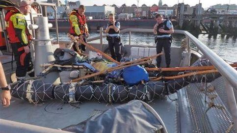 Rescatado un inmigrante en aguas holandesas a bordo de una lancha hecha de basura