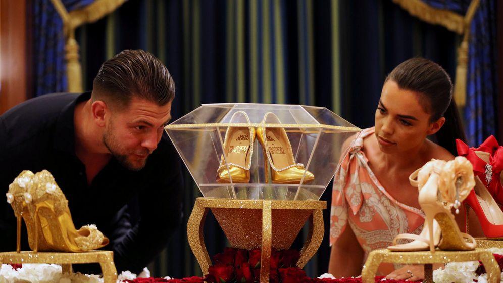 Foto: El exclusivo par de zapatos, expuesto en Dubái. (Reuters)