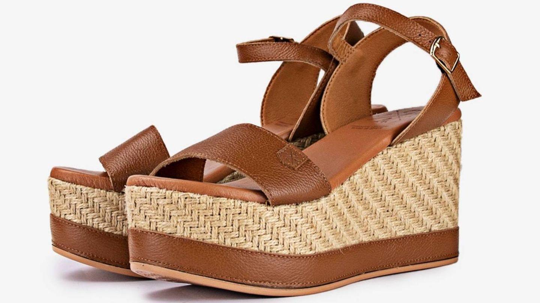 Las sandalias de esparto que luce Sara Carbonero. (Cortesía)