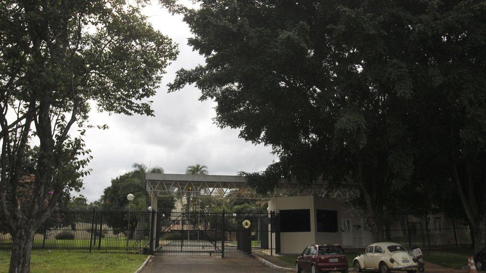 Policías y guardias en las embajadas: sueldos de hasta 24.000 euros al mes