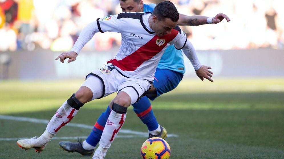 Foto: Giménez derribó a De Tomás en el área. El árbitro no pitó penalti. (EFE)