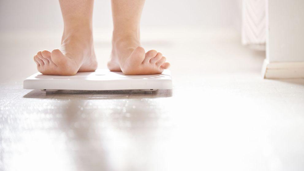 Cómo usar la báscula para que indique tu peso real (y logres adelgazar)