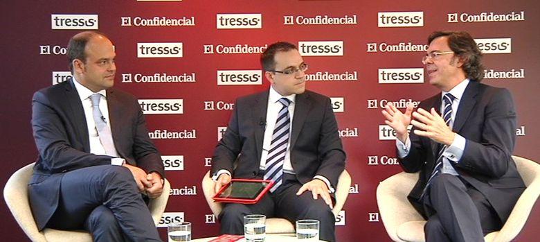Foto: José Carlos Díez, autor del libro 'Hay vida después de la crisis', Pedro Calvo, de El Confidencial, y Victor Alvargonzález, de Tressis