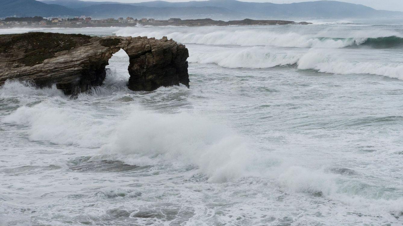 La playa de las Catedrales se mantiene cerrada tras la muerte de una joven