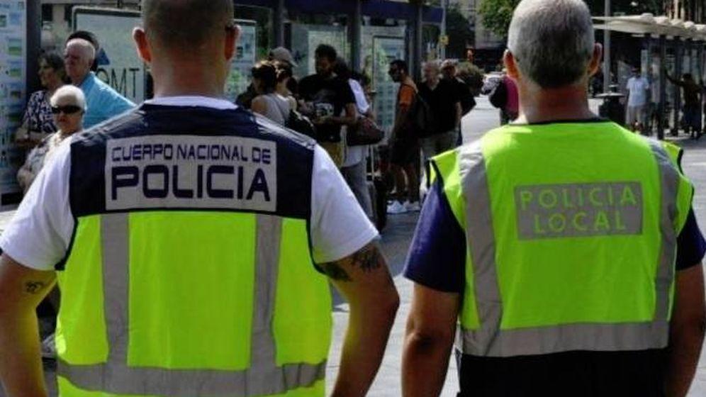 Foto: Agentes de la Policía Nacional y Local en una foto de archivo.