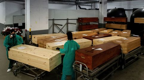 La vacunación olvida a los funerarios: Hacíamos cola para recoger muertos