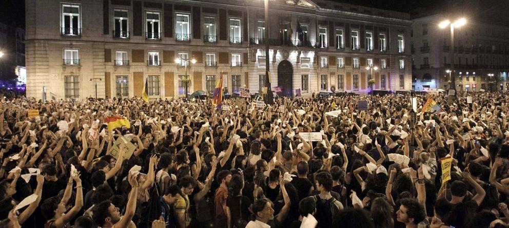 Foto: El 15M abarrota la Puerta del Sol en Madrid en el primer aniversario del movimiento (EFE)