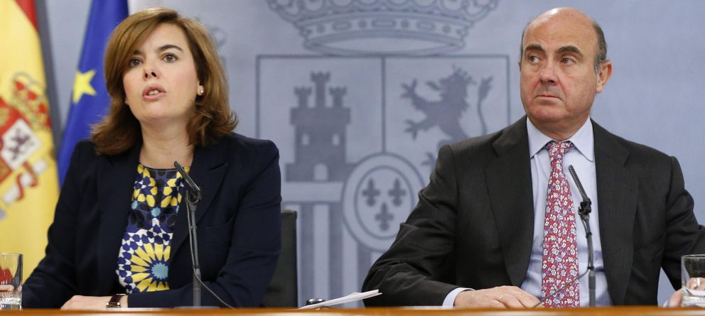 Foto: Guindos en la última rueda de prensa del Consejo de Ministros (Efe)