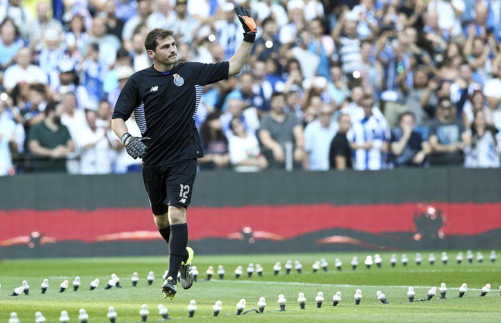 Foto: Iker Casillas, en su presentación como jugador del Oporto (EFE)